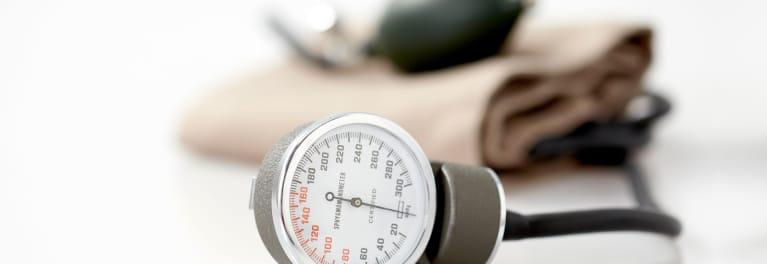 Se considera presión arterial por debajo de 100/60