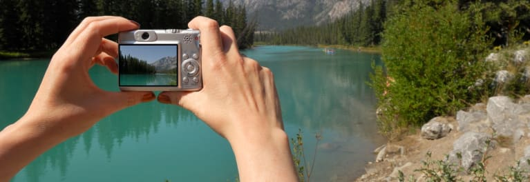 Taking an outdoor photo with a digital camera