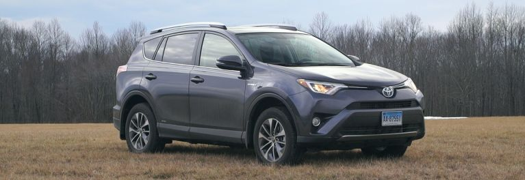 2016 Toyota Rav4 Hybrid Challenges Small Suv Fuel Economy Leaders