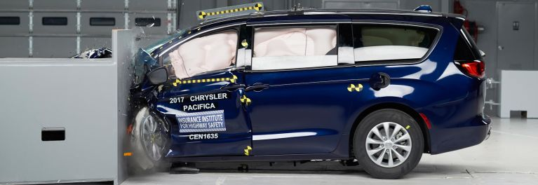 Iihs Crash Tests The 2017 Chrysler Pacifica